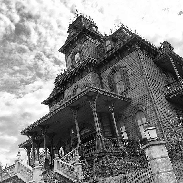 "Everytime I'm near this 'house' I expect to see Norman Bates say ""hi"" #psychomovie #disneylandparis #phantommanor"